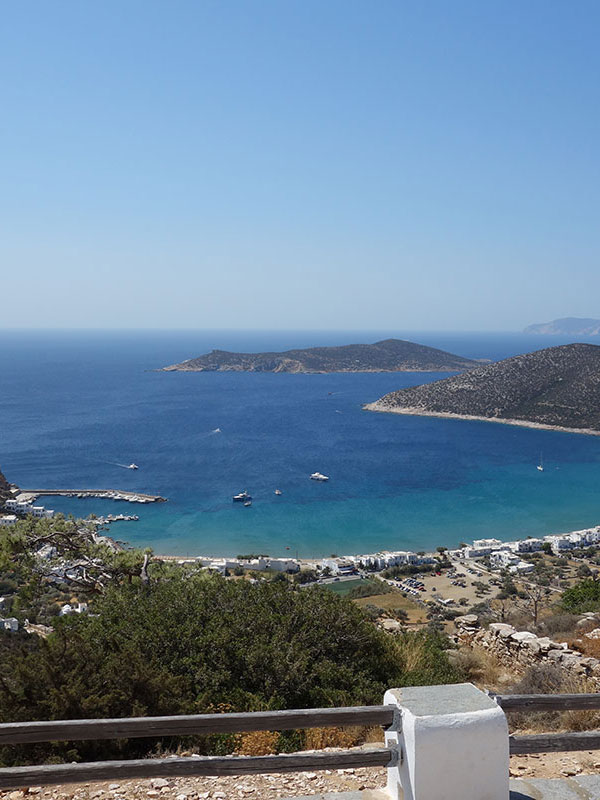 The beach of Platis Gialos in Sifnos